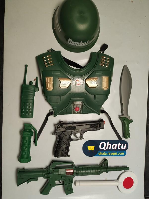 (Bs. 40) Equipamiento militar de juguete para niño en combo