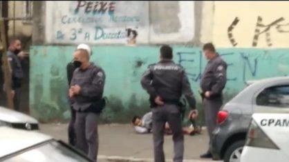 Homem flagrado com cabeça decapitada nas mãos morre após reagir à abordagem