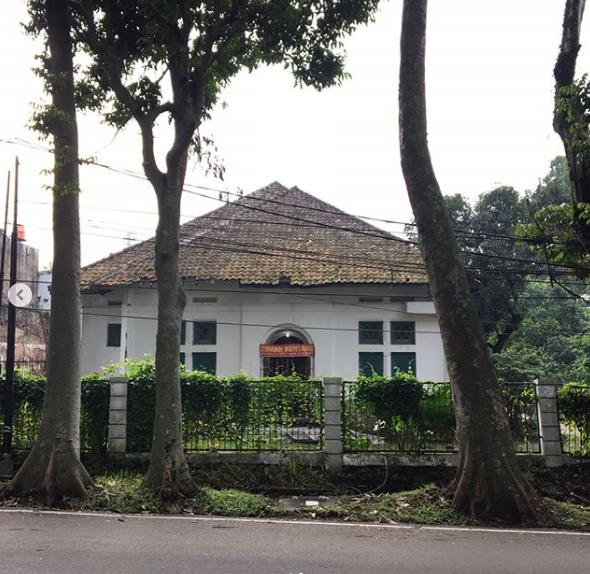 Cerita Misteri dan Mitos Rumah Kentang Bandung