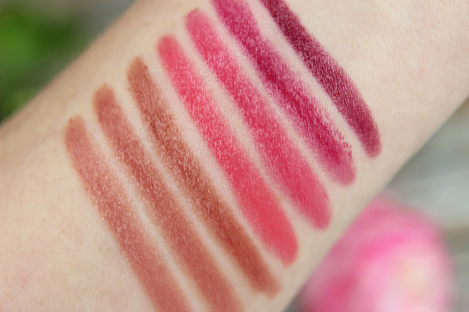 2016, berry, CATRICE, cream lip artist, cremige textur, dare to go bare, drogerie, farbtrends, glänzende lippen, glossiges finish, herbst, lippen, lippenstift, neues sortiment, nude, review, swatches, tragebilder,