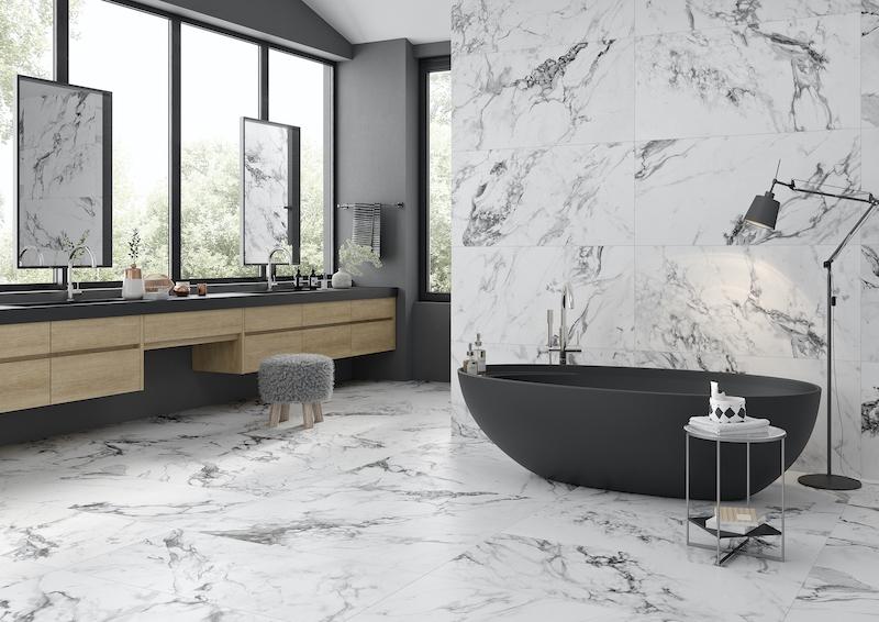 Baño con pavimento cerámico en paredes y suelo