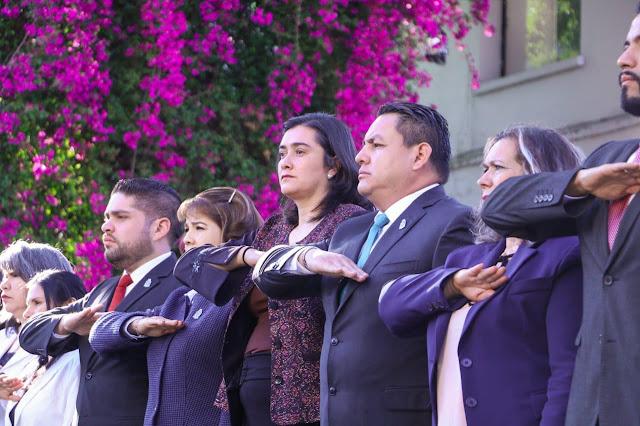 Víctor Manríquez encabezó conmemoración del Día de la Bandera