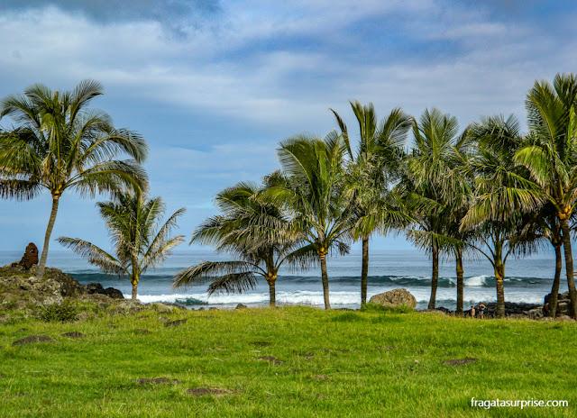 Praia de Poko-Poko, próxima ao Centro de Hanga Roa, na Ilha de Páscoa