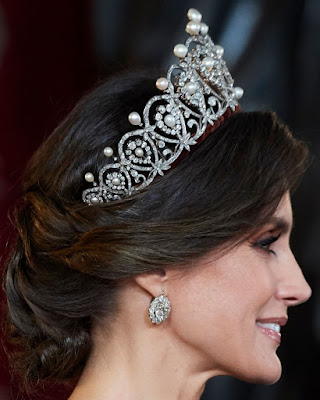 pearl diamond loop tiara cartier spain queen maria christina letizia