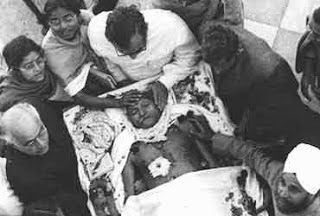 Gandhi_dead_body.WHY NATHURAM KILLED GANDHI