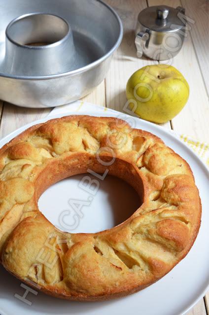 hiperica di lady boheme blog di cucina, ricette gustose, facili e veloci. Ricetta ciambellone di mele