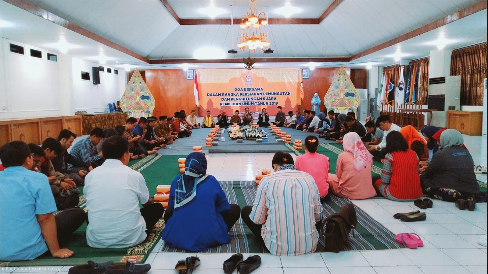 Doa Bersama dan Pengalaman Pertama Ke Kantor KPU Jawa Tengah