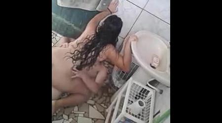 Flagrando a irmã fodendo com o namorado