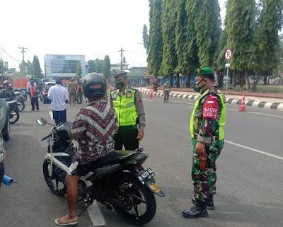 Petugas Gabungan Razia Protokol Kesehatan di Wilayah Purbalingga
