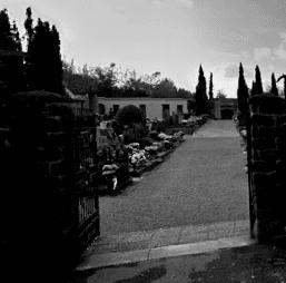 Uno dei due ingressi del cimitero del paese dove ho vissuto per 31 anni.