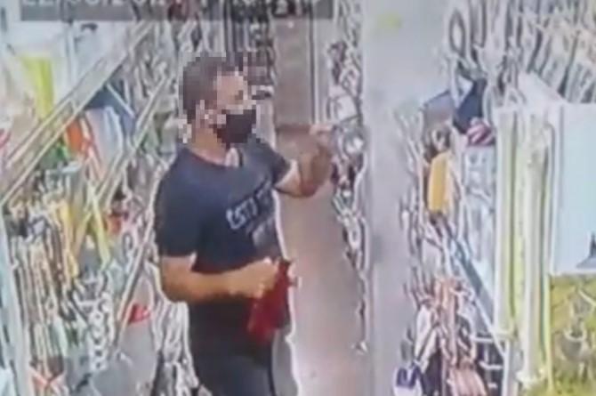 Homem é flagrado por câmeras furtando lingeries em loja de Maringá