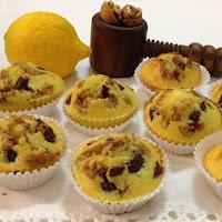 Muffins de limão com nozes e chocolate