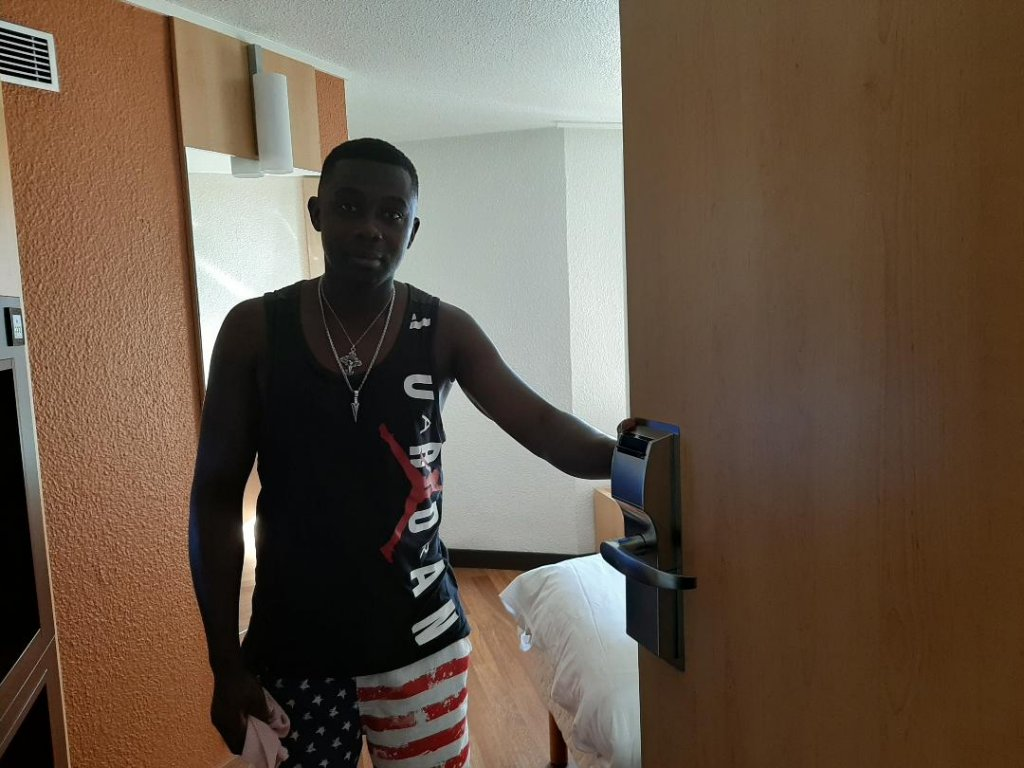 Paris : Migrants hébergés dans un hôtel Ibis près du parc de la Villette