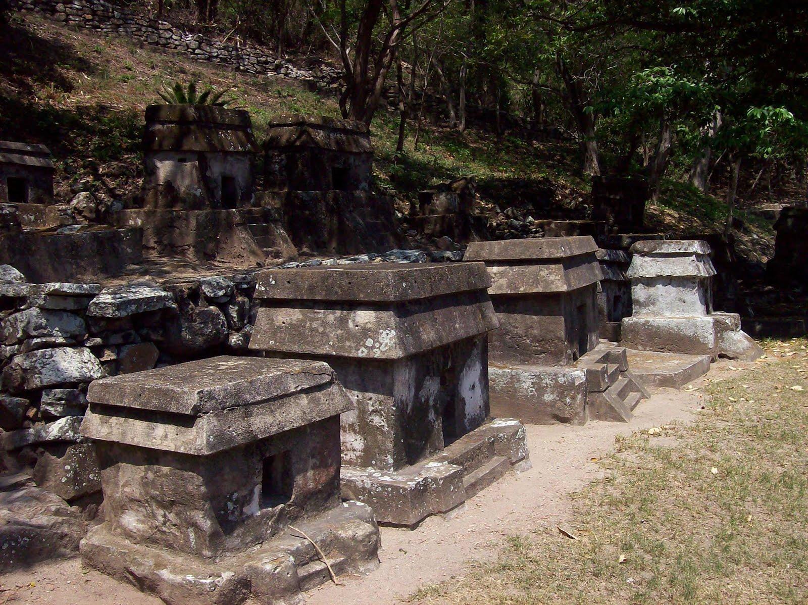 Ra ces 307 la arquitectura funeraria de quiahuiztl n for Arquitectura funeraria