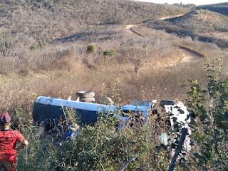 No município de Picuí, caminhão pipa estanca e tomba na ladeira do Narciso