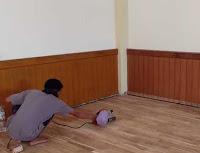 pemolesan lantai kayu