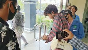Mahasiswa UIN Suska Riau Gembok Ruang Rektorat, Rektor dan Tim Irjen Kemenag Terkurung