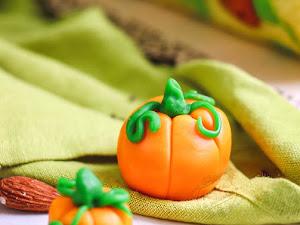 Comment faire des citrouilles en pâte à sucre - Halloween