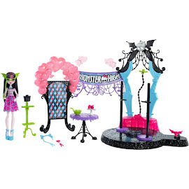 MH Dance the Fright Away Playset Dolls