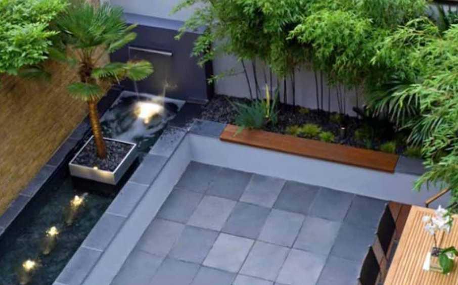Desain Taman Belakang Rumah Minimalis dengan Lantai Keramik Batu Alam