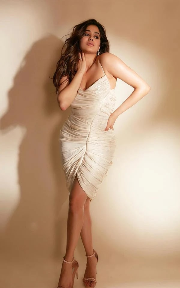 Janhvi Kapoor flaunts her fine curves in this body hugging dress