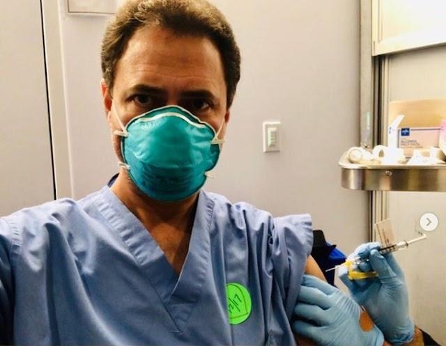 Médico cearense recebe vacina do coronavírus nos Estados Unidos