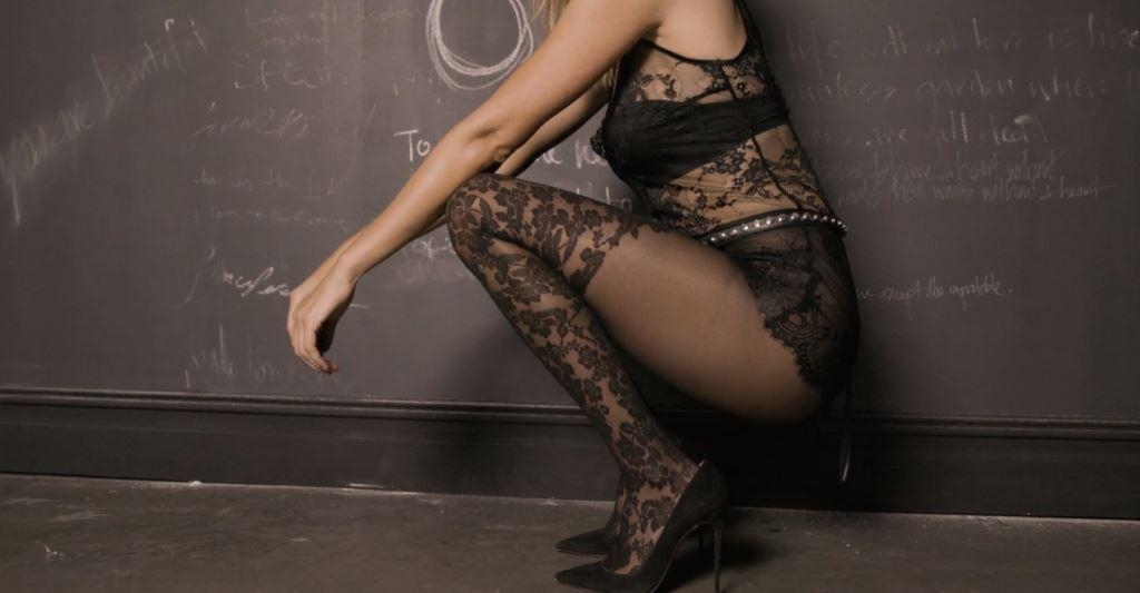 Modella Calzedonia spot con calze: di chi sono quelle gambe spot 2016