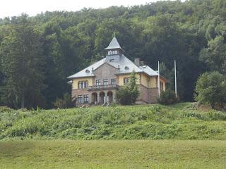 A másik pedig a Serédi-kastély