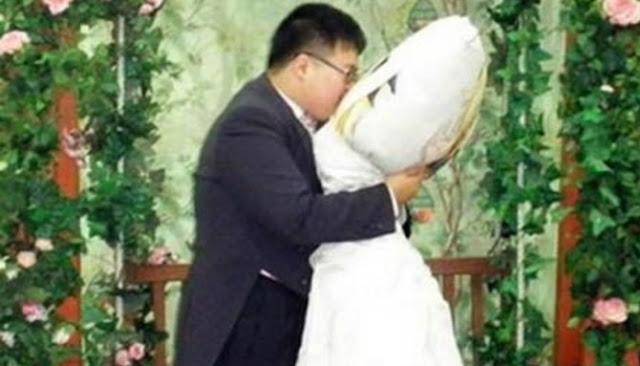 Inilah Kisah Enam Pernikahan Paling Unik Antara Manusia Dengan Benda Mati