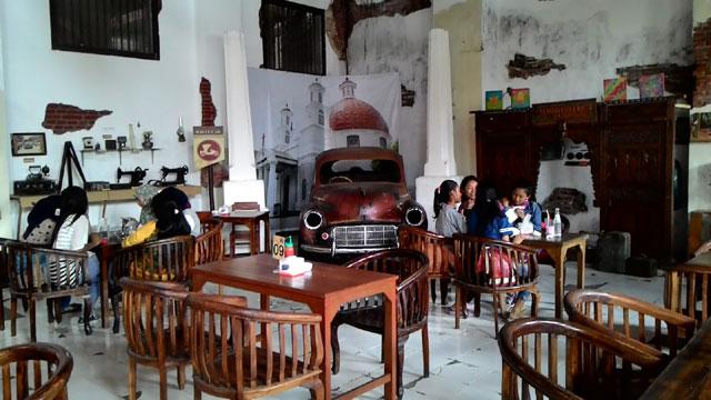 Retro Cafe