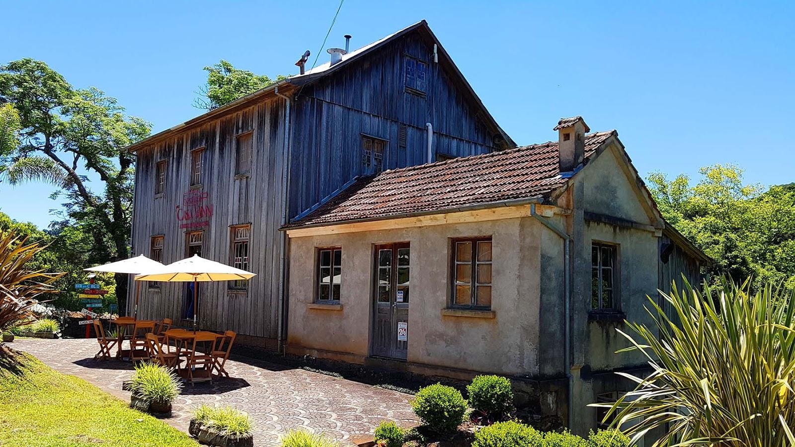 Casa Vanni, Caminhos de Pedra