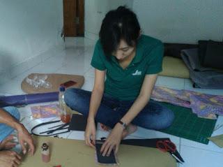belajar tas kulit batik
