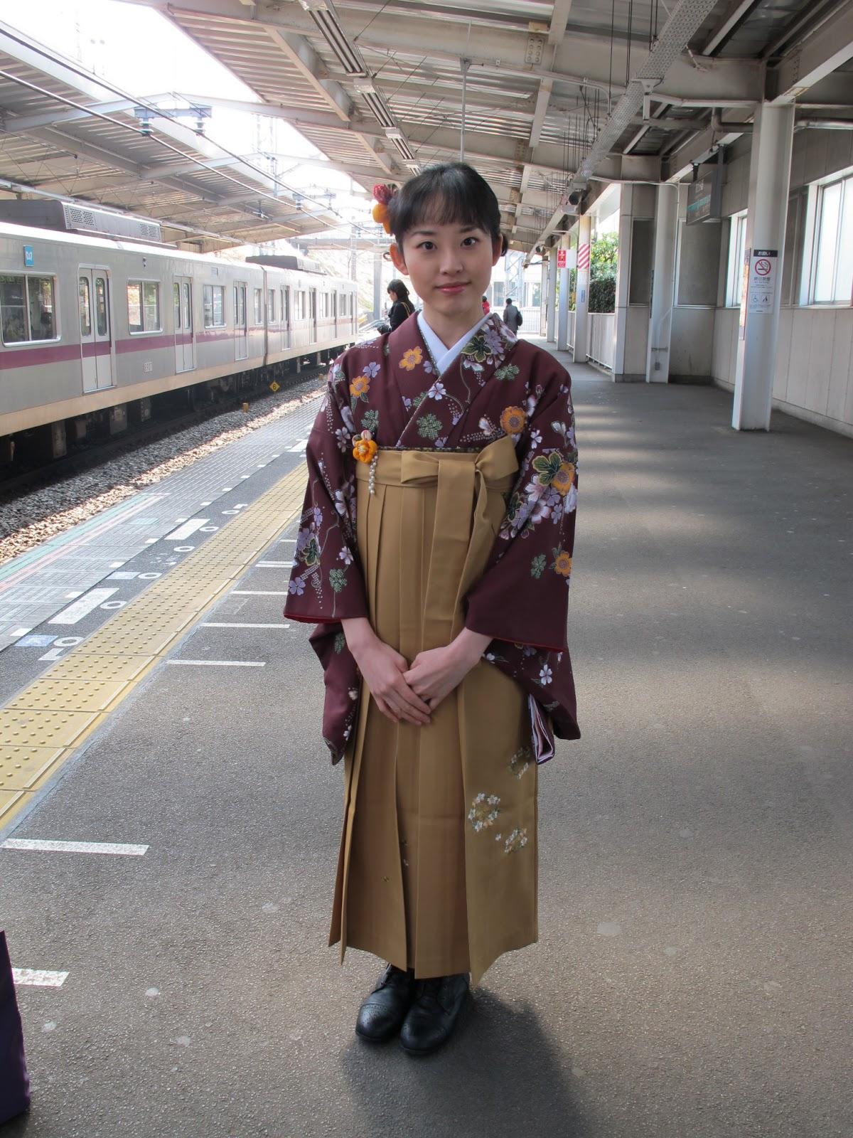 93285701115 Übrigens werden die Hakama oder auch Kimono für Hochzeiten meist geliehen  und nicht gekauft.
