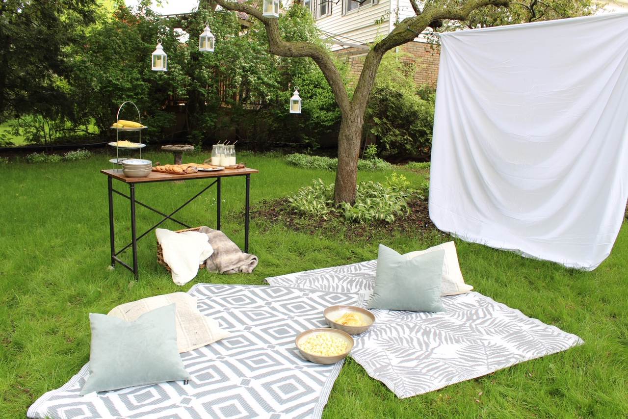 diy-outdoor-movie-night-harlow-thistle-1