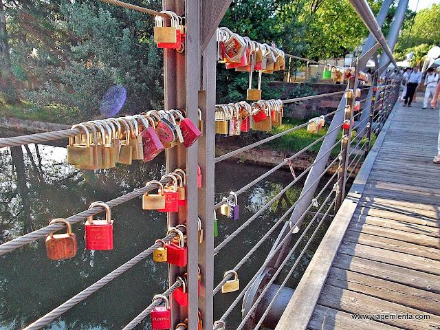 Cadeados do amor nas pontes alemãs