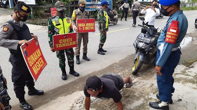 Kodim 1004/Kotabaru bersama satgas Covid-19 Kabupaten Kotabaru melaksanakan Himbauan PPKM