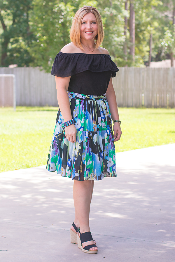 floral skirt outfit, black wedges, summer style, summer skirt
