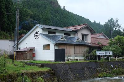 岡山の温泉ゲストハウスとカフェ&レストラン あわくら温泉元湯