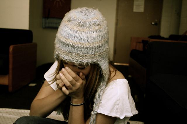 Тёплая зимняя шапка спицами