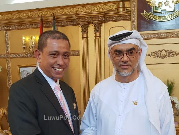 The Governor of South Sulawesi Gives Honorary Education Award to Sheikh Muhammed Al-Khoory