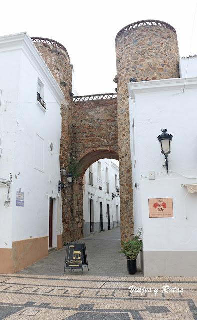Puerta de los Ángeles, Olivenza