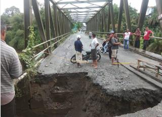 Jembatan di Desa Durin Jangak Pancurbatu Amblas
