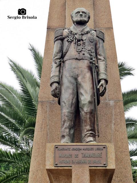 Close-up da escultura central do Monumento ao Almirante Tamandaré - Parque Ibirapuera - São Paulo