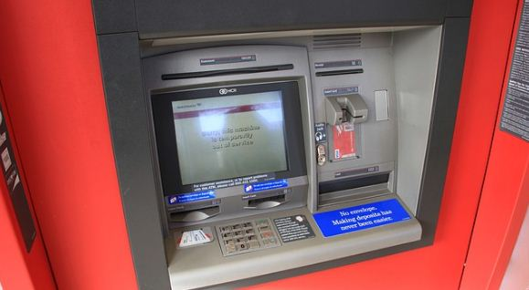 2 Cara Mengatasi ATM Tertelan dari Rumah