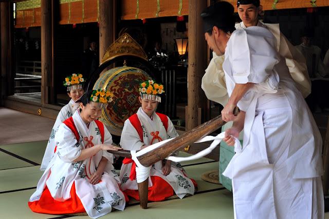 Onda Matsuri (Agricultural Festival) at Oomiwa Shrine, Sakurai City, Nara Pref.