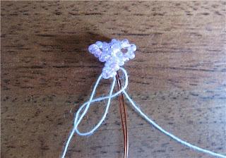 Цветы сирени из бисера вязаные крючком. Мастер-класс