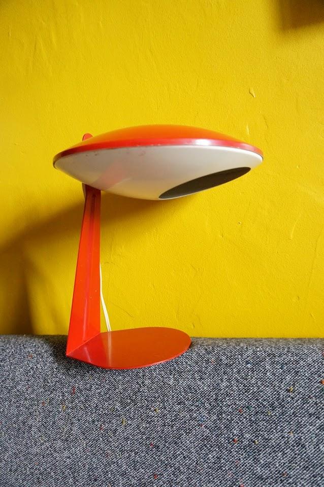 une lampe soucoupe des années 60 1960s 60s space age lamp