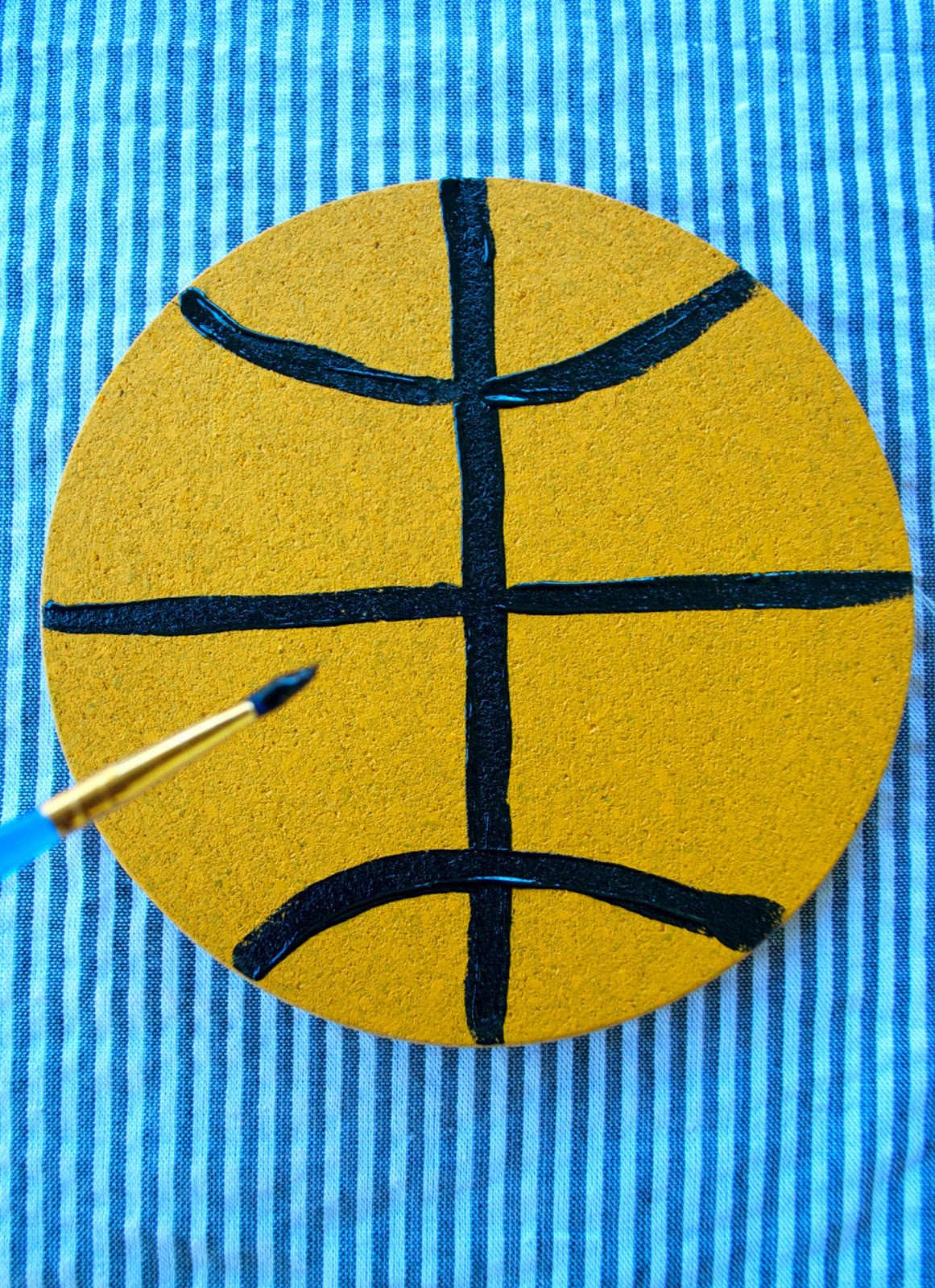 Basketball Party Craft DIYs - 3 fun things to make for March Madness - www.jacolynmurphy.com