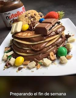 Tortitas rellenas con nutella con chocolate y caramelos