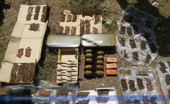 Військових затримали на продажу арсеналу зброї